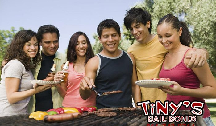 You want to bail your friend out of jail, and we here at Tiny's Bail Bonds in Fresno want to help you.